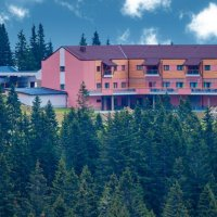 pogled-na-hotel-natura